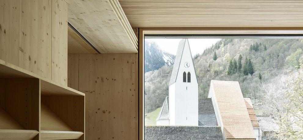 1. Preis: Schule und Kindergarten Brand, von zottele . mallin architekten und Bruno Spagolla, fotografiert von Albrecht Imanuel Schnabel