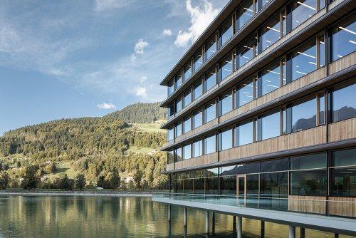 Neue Dimension im industriellen Holzbau, : Kurt Hörbst