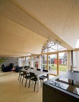 Rundbogenhaus, Foto: Klemen Breitfuss