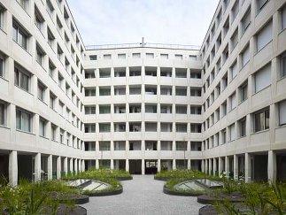 Nextroomat Wohn Und Geschäftshaus Lindengasse Adolf Krischanitz