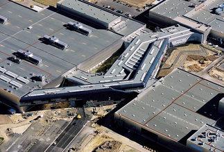 Zentralgebäude der BMW Werke Leipzig, Foto: Martin Klindtworth