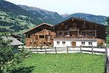 Wohnungen und Bauernhaus, Foto: Werner Feiersinger