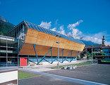 Turnhalle und Parkdeck, Foto: Arno Gisinger